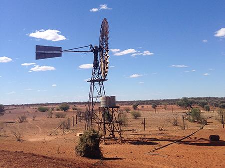砂漠の風車